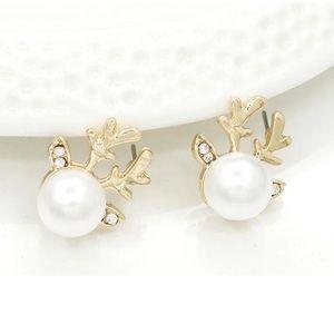 🔆3/$30 New Pearl Reindeer Stud Earrings